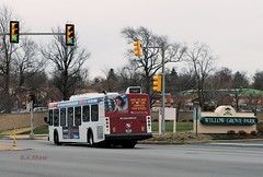 5928 - turning into Willow Grove Mall - 4-7-18 (Basview) Tags: septa transit buses newflyer d40lf willowgrove montco