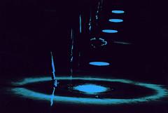 Concetto spaziale (gianclaudio.curia) Tags: astratto altocontrasto pellicola sviluppo kodaktrix ornano ilfordmultligradeivrcdeluxe ingranditore meoptaopemusmultigrade olympus om2n zuiko28mm viraggio bianconero blackwhite viraggioblu agfa rodinal