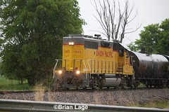 UP 1353 (eslade4) Tags: up unionpacific waterloo up1353 gp402