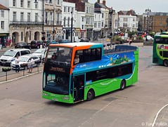 HF09 FVV Go-Ahead Southern Vectis 1402 Scania N230UD with Optare Visionaire body Ryde bus station June18x (Copy) (focus- transport) Tags: goahead southern vectis volvo b7tl plaxton president scania omnicity n230ud k114 irizar century optare visionaire solo sr alexander dennis e40d enviro400 mmc