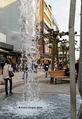 Saarbrücken- Brunnen in der Bahnhofstraße - Kurzzeitbelichtung. (patric.gangler) Tags: saarbrücken bahnhofstrase brunnen streetphotography strasenfotografie kurzzeitbelichtung nikonfotografie nikonphotographers nikonphotography nikon1j3 1nikkor185mmf18