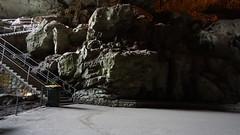 lonely bin (spelio) Tags: nsw australia june 2018 travel ace jenolan bin deserted waiting steps stairs