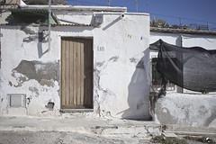 13 14. (elojeador) Tags: casa fachada porche acera ventana puerta reja tapa lastrincheras mata tabla sin16 elojeador