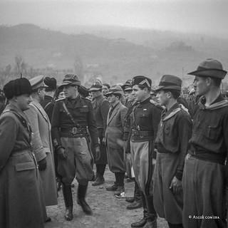 Ascoli com'era: Campo Sportivo Squarcia, il gerarca passa in rassegna delle giovani reclute (193?)