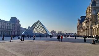 567 Paris en Février 2018 - Pyramide du Louvre