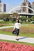 IMG_1414B (Ethene Lin) Tags: 古亭河濱公園 天橋 拱橋 草地 花圃 大樓 藍天 白雲 人像 墨鏡 外拍