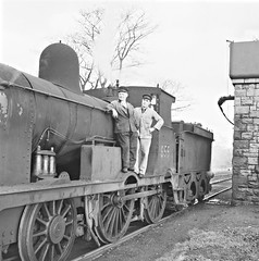 The train from Ballaghadereen may be a little late? (National Library of Ireland on The Commons) Tags: jamespo'dea o'deaphotographiccollection nationallibraryofireland steamengine engine655 driver fireman kilfreejunction ballaghadereen train ballaghaderreen kilfree mickmurray michaelmurray paddycassidy 655 locomotive locationidentified bealachandoirín countyroscommon coroscommon