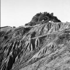 The Rock - Canossa (Reggio Emilia) - June 2018 (cava961) Tags: canossa castle rocks analogico analogue monocromo monochrome bianconero bw 6x6 rolleiflex35f