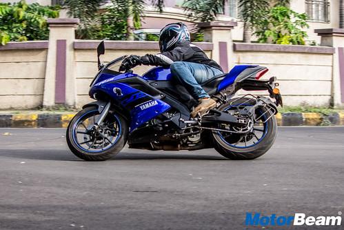 2018-Yamaha-R15-V3-35