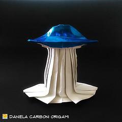 "Origami  Challenge 51/365 ""Rapimento"" Modello creato nel 2017. ------------------------------------------- ""Abduction"" Model created in 2017.  #origami #cartapiegata #paperfolding #papiroflexia  #paper #paperart #createdandfolded #originaldesign   #daniel (Nocciola_) Tags: abduction ufo paperart cartapiegata createdandfolded papiroflexia paperfolding originaldesign danielacarboniorigami paper origami"