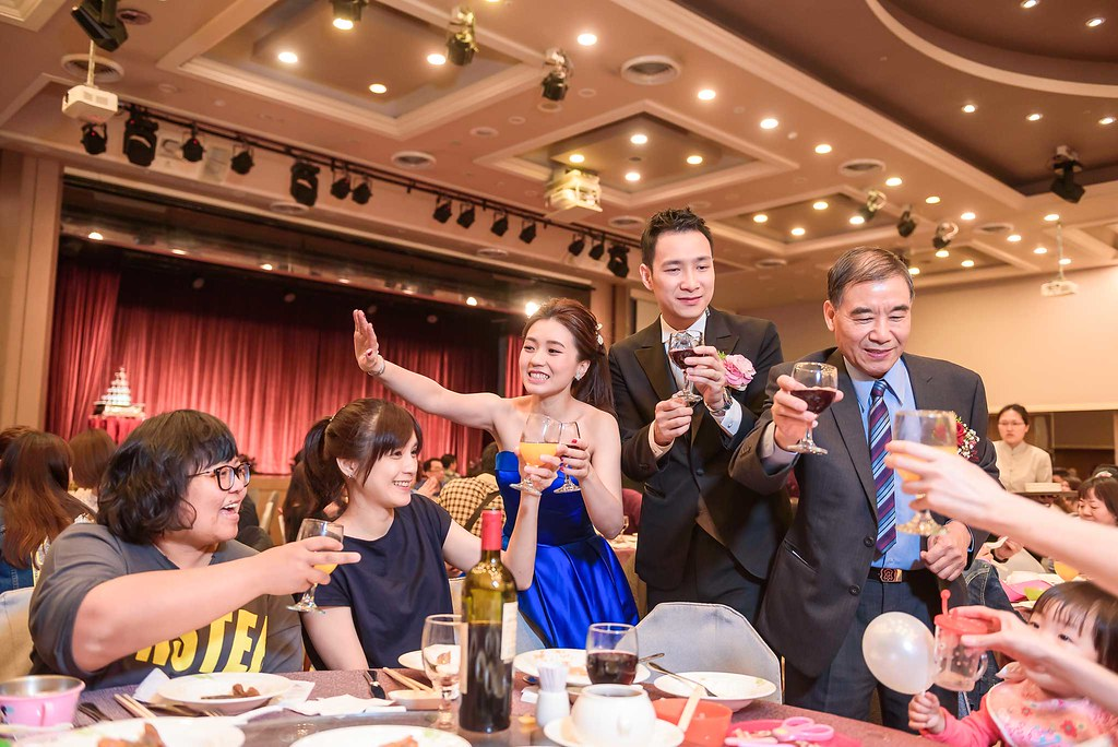 向好友敬一杯 WeddingPhoto