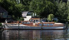 eine Schönheit (wpt1967) Tags: berlin boot eos6d juni2018 schiff see wannsee wannseefahrt wasser amsee canon100mm ship wpt1967