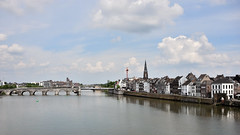 Maastricht (lorenzog.) Tags: maastricht maas mosa bridge architecture river netherlands ilobsterit meusebank meuse nikon d700 perspective vivalaweekend sintservaasbrug meuseriver holland