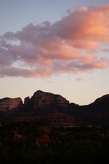 Red down, red up (s81c) Tags: dramaticsky cielospettacolare sunset tramonto dusk twilight crepuscolo hills colline landscape paesaggio horizon orizzonte sky cielo clouds nuvole redrocks roccerosse stone pietra ridges creste panorama strata layers strati scenic panoramico pink rosa red rosso sedona americansouthwest arizona usa