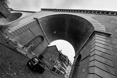 (almost) under the bridge (tom.leuzi) Tags: 11mm bw bern berne blackstone brücke city irix irix11mmf4 schweiz switzerland uwa weitwinkel blackandwhite bridge car schwarzweiss street ultrawideangle urban wideangle mattenquartier nydeggbrücke