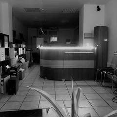Small business (frankdorgathen) Tags: ruhrpott ruhrgebiet rüttenscheid essen smartphone iphone iphone8plus night schwarzweis blackandwhite monochrome shop