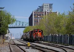 Heading towards CN trackage (Michael Berry Railfan) Tags: cn canadiannational wharfspur portofmontreal oldport oldmontreal montreal quebec gp9 emd gmd cn7226