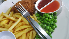 Non-mushy peas (Roving I) Tags: fishnchips lunches cutlery roomservice chips frenchfries crumbedfish sauces peas dining sananwanpalace hotels tourism travel bangkok thailand