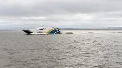 Ferry (Raúl Alejandro Rodríguez) Tags: ferry de alta velocidad high speed rio river nubes clouds costa coast la plata plate república oriental del uruguay buquebus nwn