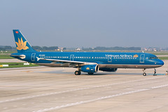 VN-A329 Vietnam Airlines Airbus A321-231 at Hanoi Noi Bai International Airport on 17 May 20188 (Zone 49 Photography) Tags: aircraft airliner airplane aeroplane may 2018 vvnb han hanoi noi bai noibai international airport vn hvn vietnam airlines airbus a321 321 airbusa321 200 231 vna329