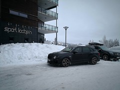 Side profile of the Bentayga (A. Wee) Tags: bentley bentayga suv trysil norway 挪威 特利西尔