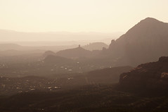 Wide view (s81c) Tags: redrocks roccerosse sedona americansouthwest arizona usa valley valle canyon sunset tramonto light luce shadows ombre shades sfumature mist foschia corrugatedlandscape paesaggioondulato panorama outlook layers strati