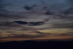 DSC_8012 (griecocathy) Tags: ciel coucher soleil nuage montagne sombre couleur jaune rosée gris noir bleu saumon