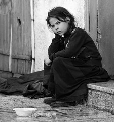 "Give me a reason to smile OR ""almost 870 million people were chronically undernourished in the years 2010–2012"" (ybiberman) Tags: israel jerusalem meahshearim passover children girl sitting serious people braids plate doorway stairs bw portrait candid streetphotography"