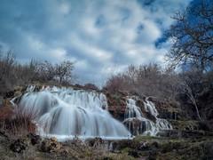 Época de lluvias. (thoskar) Tags: waterfall cascada burgos castillayleón longexposure nature falls water clouds nubes spain d3300 nikon nwn