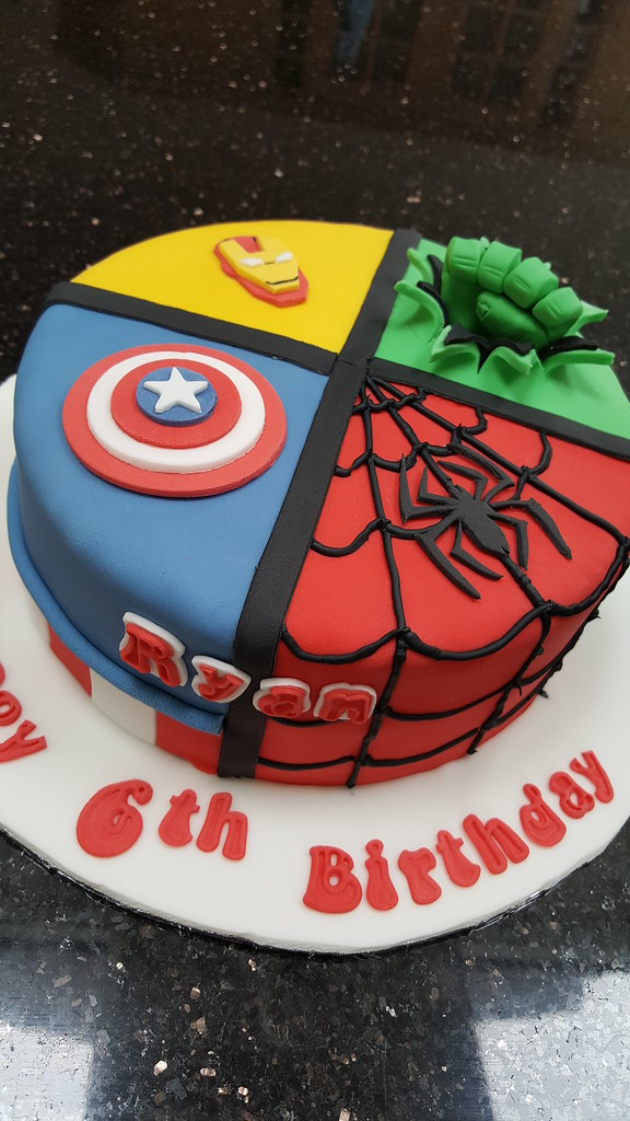 Golden Sponge Cakes Spiderman