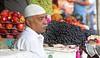 Byculla Vegetable Market (grab a shot) Tags: canon eos 5dmarkiv india maharashtra mumbai 2018 outdoor bycullavegetablemarket vegetables fruit market people food portrait man apples grapes