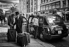 London Taxi / Лондонское такси (dmilokt) Tags: чб bw черный белый black white dmilokt лондон london улица street такси taxi
