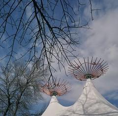 J'espère le printemps... (woltarise) Tags: restaurantbuvette montréal botanique jardin structures toile toits couleurs rolleifexautomat film argentique 120 fujicolor pro400h