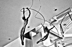 """Muestra : Libertad e Independencia : """" Juntas """" (Aprehendiz-Ana Lía) Tags: flickr escultura 25demayo festejos patria argentina muestra monocromático bn bw analialarroude líneas imagen luz ruido juntas libertadeindependencia nikon"""