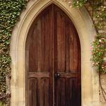Porte de la chapelle thumbnail