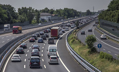 UDINE. VOGLIA DI VACANZE (FRANCO600D) Tags: traffico coda ingorgo vacanze a23 udine ud fvg friuli friuliveneziagiulia autostradaa23 canon eos600d franco600d automobili