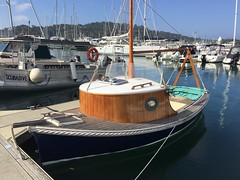 IMG_3605 cute boat (drayy) Tags: boat pittwater marina
