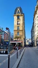 559 Paris en Février 2018 - à la sortie du Métro Parmentier (paspog) Tags: paris france février februar february 2018 république avenuedelarépublique métroparmentier avenueparmentier