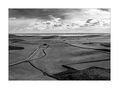 ancha es Castilla (Ramón Medina) Tags: castilla valladolid tiedra campos landscape paisaje horizonte horizon bn bw