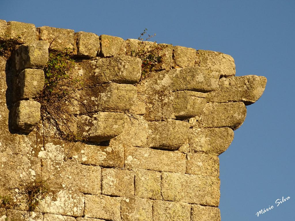 Águas Frias (Chaves) - ... pormenor da torre de menagem do castelo de Monforte de Rio Livre ...