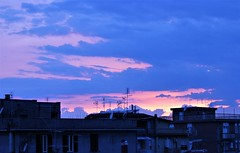 Il cielo di casa (FedeWatchTheHorizon) Tags: cloud blu rose