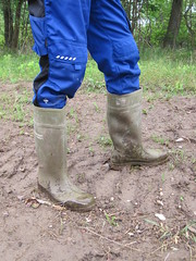 Classic Dunlop Purofort in action (Noraboots1) Tags: dunlop dunlops purofort wellies rubber boots gummistøvler gummistiefel workwear arbejdstøj landmand farmer mud workboots