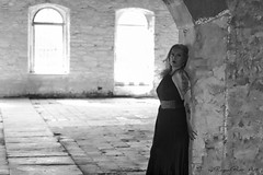 fbfecb0b-b3b6-473c-bfde-9bc7f45cfaa2 (Adriana.Britto) Tags: ensaio retrato portrait mature loira blond woman mulher pb blackandwhite blackwhite iperó sorocaba fazenda photo photography fotografia people art