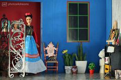 frida arriving home (photos4dreams) Tags: room roombox raum design cardboard karton 3d diorama photos4dreams p4d photos4dreamz fridakahlo barbie collectors doll puppe home haus casaazul regularlifeinthedollhouse toy dress mattel barbies girl play fashion fashionistas outfit kleider mode puppenstube tabletopphotography artist künstlerin celebrity paintings bilder malerei mexikanisch mexican southamerica südamerika
