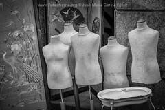 Maniquies (fotochemaorg) Tags: antiguedad antiguo boutique elrastro estilo madrid maniquí mercadillo moda ropa tienda