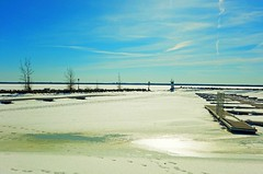 glorious spring day at DVGR marina still frozen DSCN3520 (dodochampo) Tags: lake marina cvgr docks frozen ice snow spring lac printemps neige glace gelé quais ciel