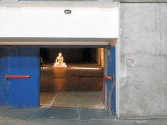Buddha aiutato (magellano) Tags: buddha arte art muro wall porta door brescia buddhaaiutato gabriele picco crocieradisanluca exhibition italia italy scultura statua sculpture statue