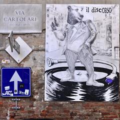 Italiano per principianti (mikael_on_flickr) Tags: italianforbeginners italianoperiprincipianti discorso orso disc perugia streetart disegno massiboccardini art arte viacartolari italia italy italien
