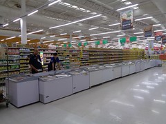 new equipment (the foreign photographer - ฝรั่งถ่) Tags: tesco lotus supermarket freezers bangkhen bangkok thailand laksi