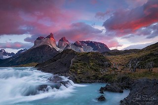 Scarlet sunrise against turquoise #glacial water at #cuernosdelpaine, #patagoniachilena, #chile (c) Joel Santos. Taken with a #eos6d #liveforthestory #canonportugal #canoneurope #topcanonpt #travelphotographer #travelphotos #travelworld #storyteller #amaz